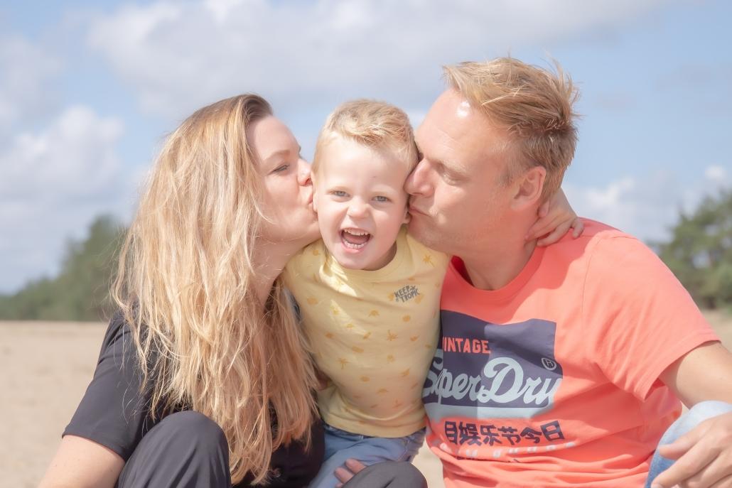 Gezinshoot fotoshoot photoshoot gezins liefde kinderen